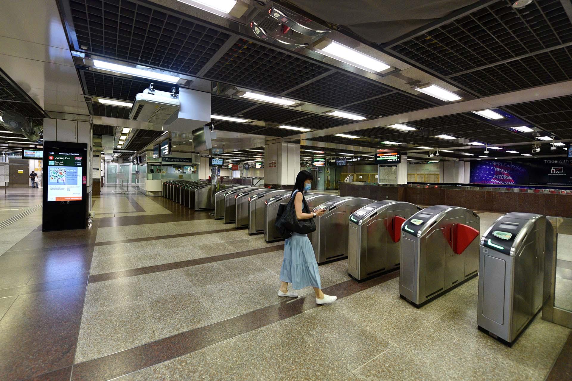 Ảnh: Người dân Singapore nghiêm chỉnh cách ly xã hội ảnh 1