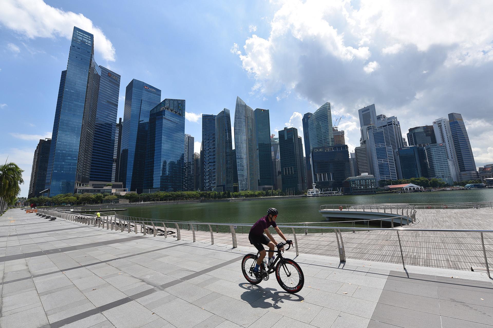 Ảnh: Người dân Singapore nghiêm chỉnh cách ly xã hội ảnh 7